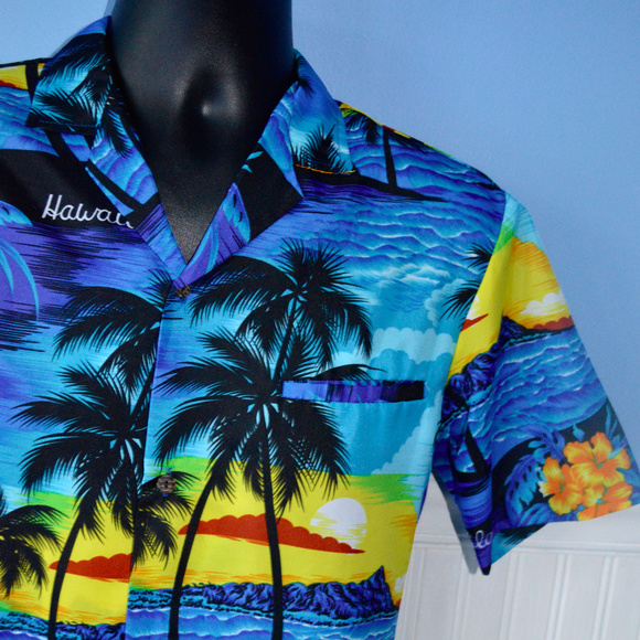 3c8085b7 VTG ROYAL CREATIONS HAWAIIAN SHIRT Hawaii Made Sm.  M_5c4206f77386bce699a5a2dd